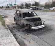 Se incendia auto en circulación