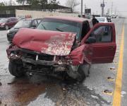 Lesionado conductor al ser impactado por una camioneta