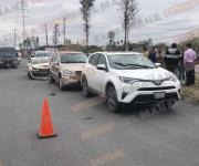 Tres autos dañados en carambola