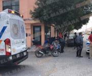 Lesionado motociclista al chocar en contra de una camioneta