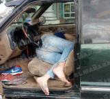 Se le pasan las copas y duerme en su camioneta