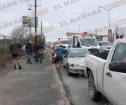 Motociclista resulta lesionado al impactar auto