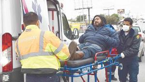 Motociclista choca contra vehículo