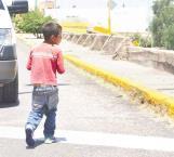 Inundan las calles niños pedigüeños