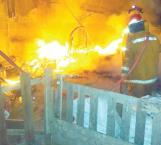 Termina en cenizas casa tras incendio