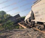 Descarrila tren con 14 vagones; 4 de ellos cargados con diesel