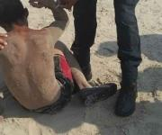Detienen a dos hombres por pescar en la playa de Miramar y resistirse a salir
