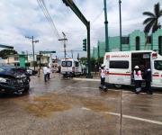Colisionan ambulancia y dos camionetas en Tampico; 3 lesionados