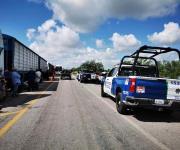 Mantienen agricultores bloqueos carreteros en demanda de un precio justo para el sorgo