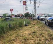 Muere automovilista en volcadura