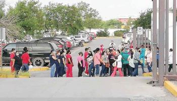 Trabajadores del sector Salud realizan protesta