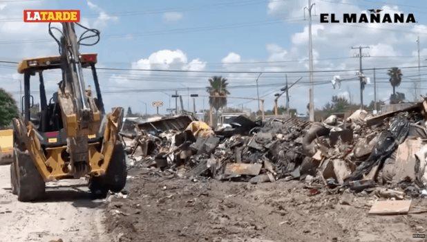 Retiran basura, escombro y muebles acumulados en la Ernesto Zedillo