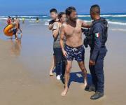 Padre e hijo a punto de perecer ahogados