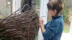 Crea cautivantes esculturas hechas con ramas de árboles