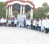 Rinden homenaje a doctores fallecidos