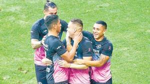 Da triunfo 'Cabecita' a la Máquina ante Chivas