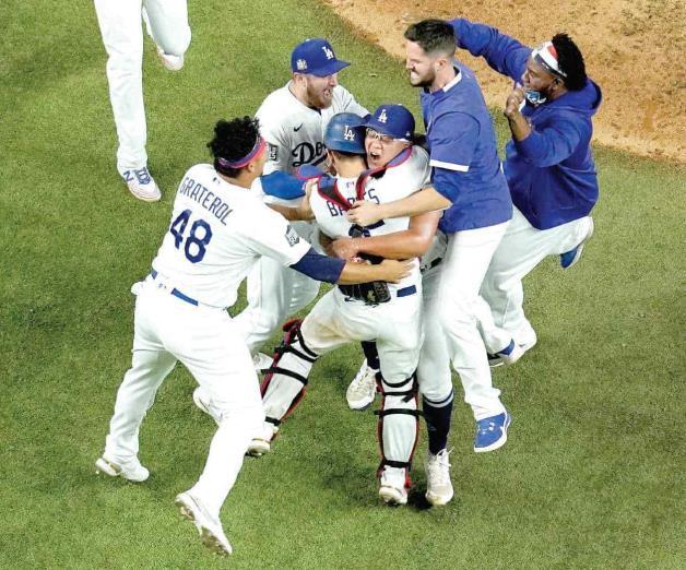 ¡Rompen Dodgers La Sequía!