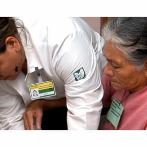 Exhorta IMSS a extremar cuidados en adultos mayores