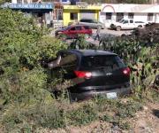 Cae auto a canal Rodhe tras ser impactado