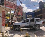 Lesiona a familia al impactarlos; conducía a exceso de velocidad