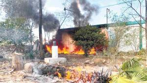 Arden plástico en quinta abandonada