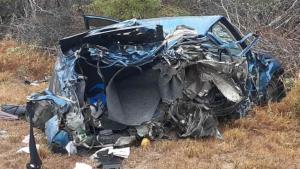 Impacta auto contra un tractocamión