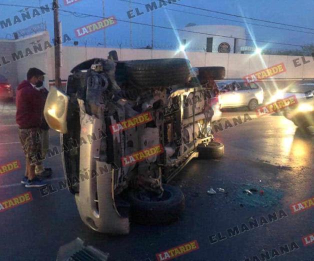 Huye conductor tras volcar en el Hidalgo