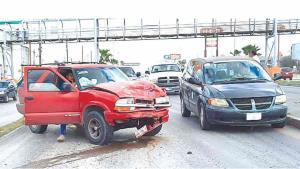 Destrozan automóviles