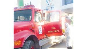 Tienen bomberos un mes sin teléfono