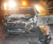 Arde y casi estalla auto en Pulga de El Riel