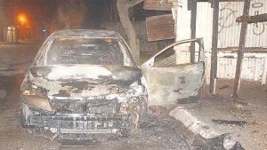 Incendio deja auto inservible