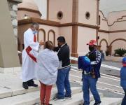 Viven católicos fervor por Domingo de Ramos