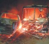 Incendian vehículos durante riña campal
