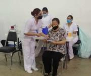 Refuerzo de vacuna en 42 días para los de 60 y más