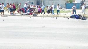 Motociclista se impacta en vehículo