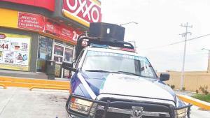 Ladrones amenazan a cajeros para atracarlos
