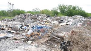 Convierten avenida en un basurero ilegal