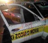 Vuelca taxi; muere pasajero