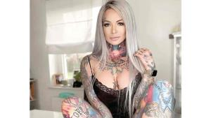 Madre se tatuó los superhéroes favoritos de su hijo en su cuerpo