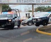 Detienen a conductor tras volcar en persecución