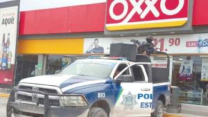 Ladrones armados atracan a empleado