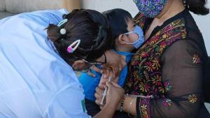 Aplican vacunas SR, SRP y VPH a menores de edad