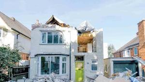 Furioso albañil destruye la vivienda de sus jefes
