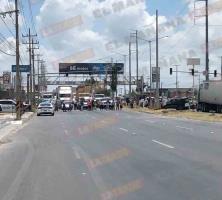 Bloquean la carretera a Monterrey