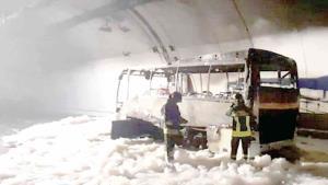 Conductor salvó la vida de 25 niños luego de que se incendiara su bus