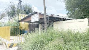 Abandonan escuelas