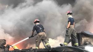 Combaten Bomberos incendio en maquiladora
