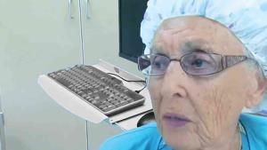 Anciana de 96 años dice que es la enfermera más longeva de EU