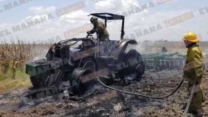 Arde tractor en la zona rural