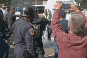 Gasero abre manguera de pipa en protesta